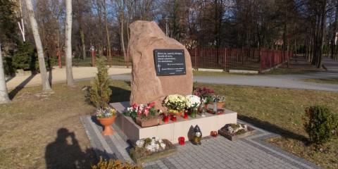 Pamiątkowy kamień księdza Jerzego Popiełuszki
