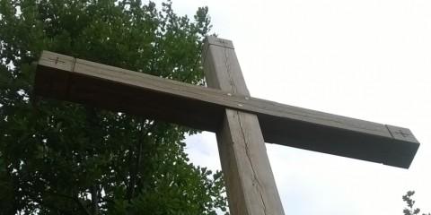 Krzyż na rogu Mrówczej i Klimatycznej